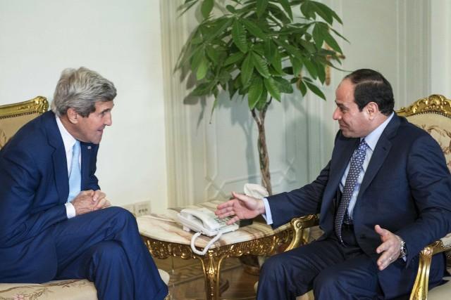 Le secrétaire d'État américain, John Kerry et le... (Photo REUTERS)