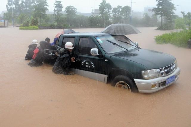 Les précipitations qui ont touché, en tout, neuf... (Photo Reuters)