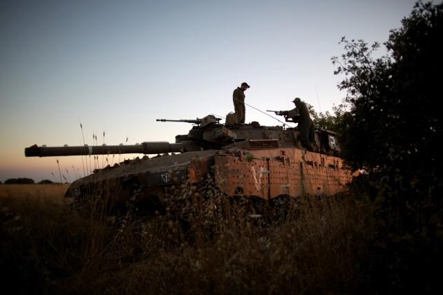 «Au moins dix soldats syriens ont été tués... (PHOTO MENAHEM KAHANA, ARCHIVES AFP)