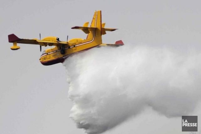Les pompiers de la Société de protection des forêts contre le feu (SOPFEU)... (Photothèque La Presse)