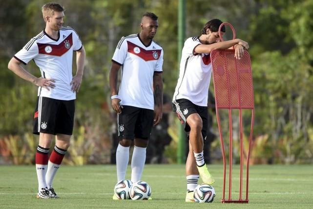 Per Mertesacker, Jerome Boateng et Sami Khedira... (PHOTO PATRIK STOLLARZ, AGENCE FRANCE-PRESSE)