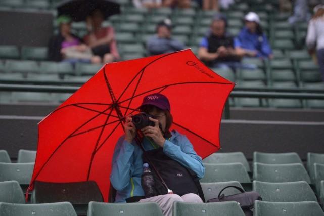 Les matches ont été interrompus vers 21h (15h heure de l'Est) en raison de la... (Photo AFP)