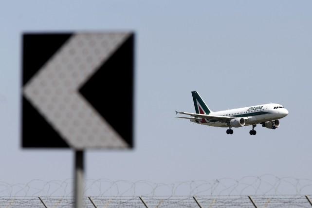 La grève lancée par un syndicat minoritaire de contrôleurs aériens, prévue... (PHOTO ALESSIA PIERDOMENICO, ARCHIVES BLOOMBERG)