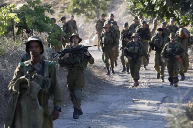 Des soldats israëliens.... (PHOTO MUSSA ISSA QAWASMA, REUTERS)