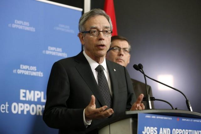 Le ministre des Finances JoeOliverprésente ce matin une... (PHOTO CHRIS WATTIE, ARCHIVES REUTERS)
