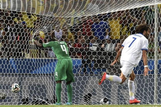 Le défenseur ivoirien Kolo Toure, abattu, ne verra... (Photo AFP)