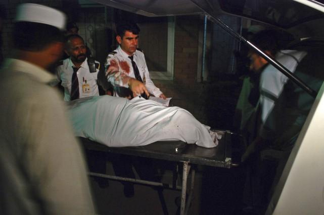 Une passagère a été tuée et deux membres... (PHOTO KHURAM PARVEZ, REUTERS)