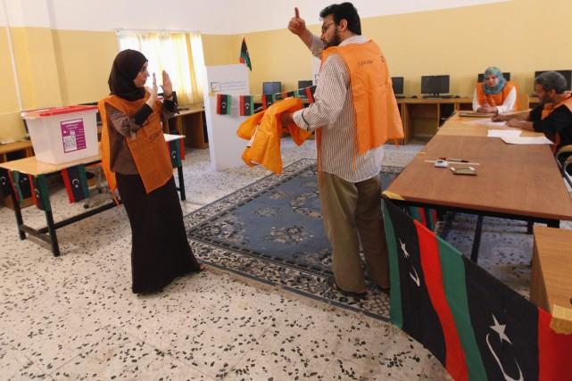 Seuls 1,5 million de Libyens se sont inscrits... (PHOTO ISMAIL ZITOUNY, REUTERS)