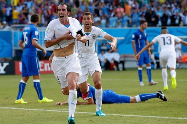 Diego Godin célèbre son but, le seul inscrit... (Photo Toru Hanai, Reuters)
