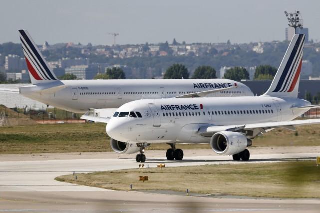 Air France KLM poursuitla montée en gamme de... (PHOTO CHARLES PLATIAU, ARCHIVES REUTERS)