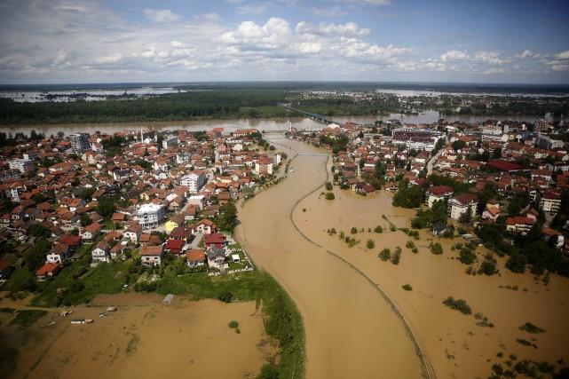 Une bonne partie des Balkans a été inondée... (Photo Dado Ruvic, archives Reuters)