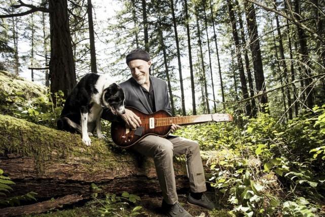 Harry Manx s'est établi en Colombie-Britannique après avoir... (Photo fournie par Dog My Cat Records)
