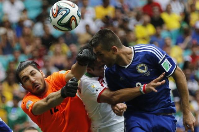 La Bosnie-Herzégovine a remporté une victoire de 3-1... (Photo Sergio Perez, Reuters)