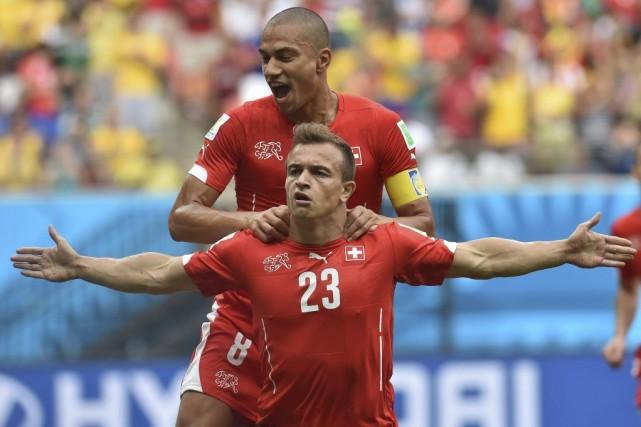 Xherdan Shaqiri célèbre l'un des trois buts qu'il... (Photo AFP)