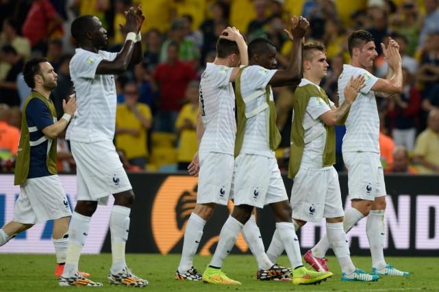 Les joueurs de la France ont remercié leurs... (Photo Franck Fife, AFP)