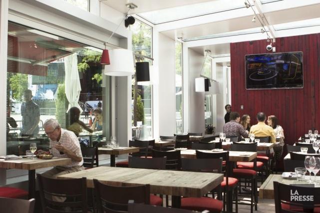 La nouvelle Taverne F sur la Place des... (Photo Ninon Pednault, La Presse)