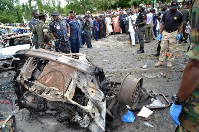 Des dizaines de soldats et de policiers surveillaient... (PHOTO AFP)