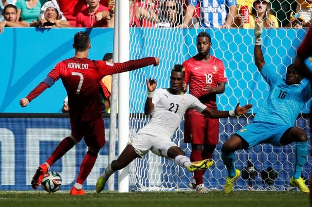 Cristiano Ronaldo (à gauche) a marqué le but... (Photo Jorge Silva, Reuters)