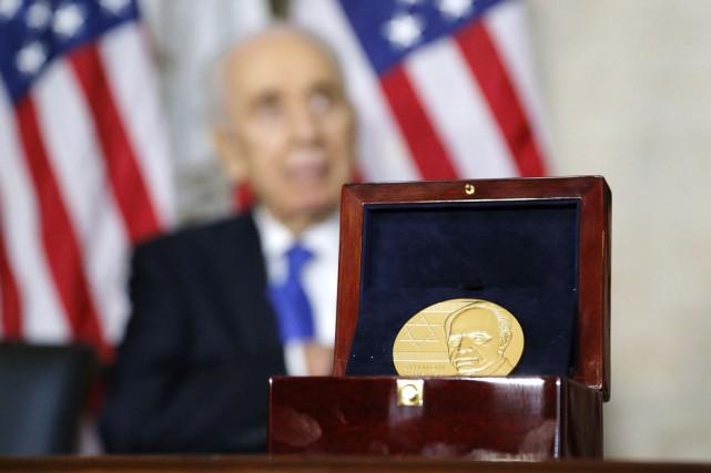 Le président israélien Shimon Peres a reçu jeudi... (PHOTO JONATHAN ERNST, REUTERS)
