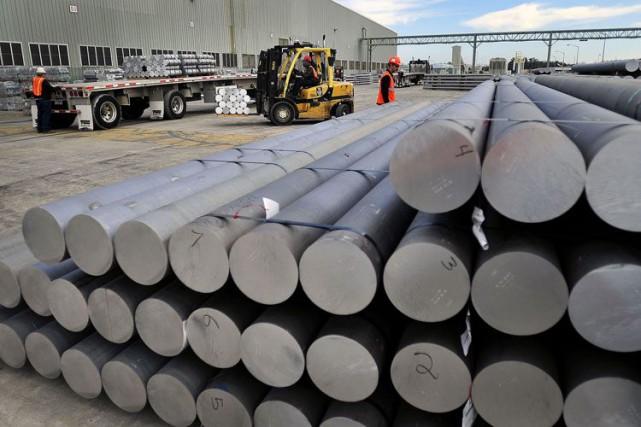 L'aluminium est monté mercredi jusqu'à 1912 dollars la... (Photo Bloomberg)