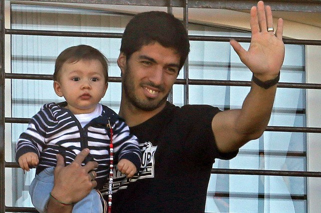Au lendemain de l'annonce de sa suspension, Luis... (Photo Pablo Bielli, AFP)