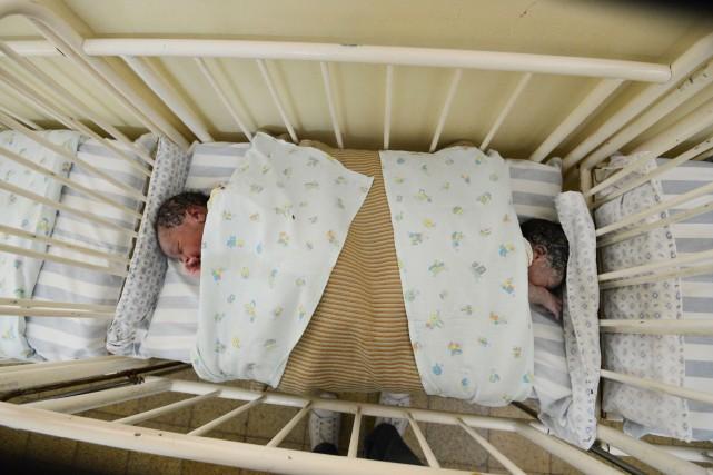 Une trentaine de bébés auraient été victimes de... (PHOTO JUNIOR D.KANNAH, ARCHIVES AFP)