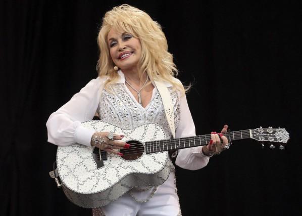Dolly Parton a indiqué qu'elle était «très heureuse»... (PHOTO CATHAL MCNAUGHTON, ARCHIVES REUTERS)