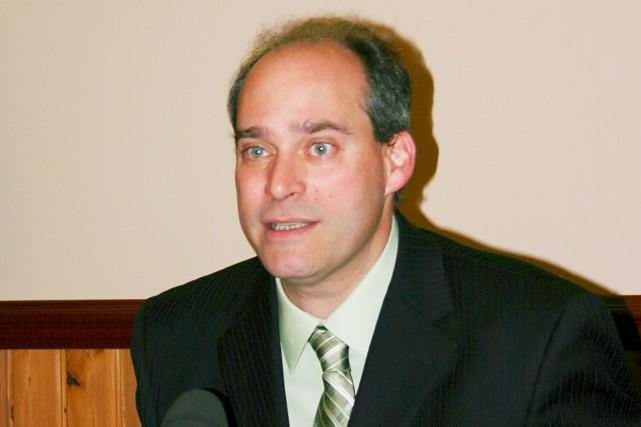 Le député néo-démocrate Guy Caron dénonce la gestion... (Collaboration spéciale, Carl Thériault)
