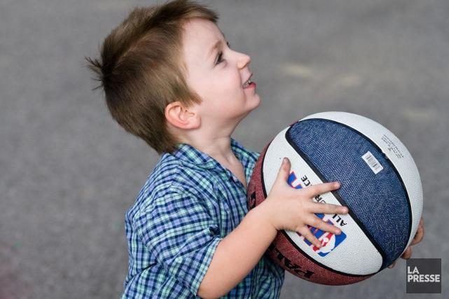 Les trois quarts des enfants âgés de trois et quatre ans respectent les lignes... (PHOTO ARCHIVES LA PRESSE)
