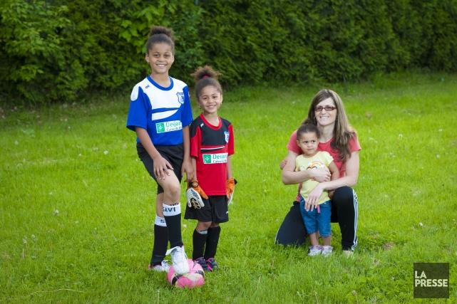 C'est sur le terrain de soccer qu'Isabelle Lamarre... (Photo Andre Pichette, La Presse)