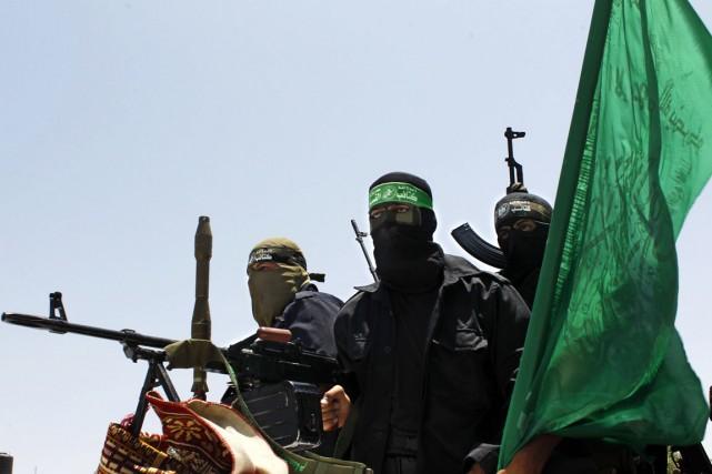 Des militants des Brigades Izz al-Din al-Qassam, branche... (PHOTO SAID KHATIB, AFP)