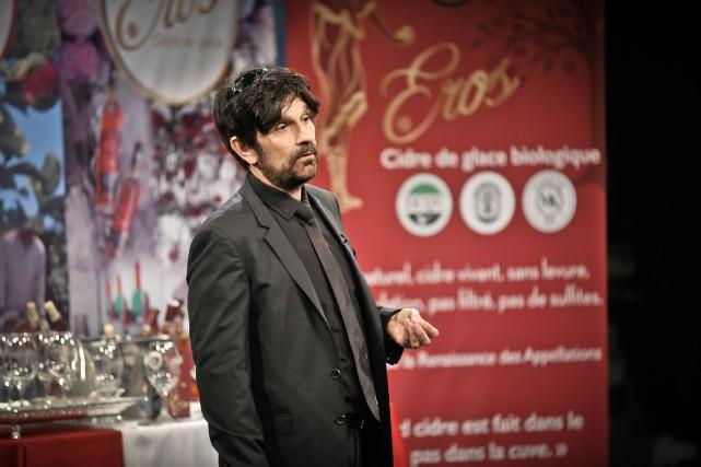 L'entrepreneurEmmanuel Maniadakis vend sa salade aux Dragons.... (PHOTO FOURNIE PAR ICI RADIO-CANADA TÉLÉ)