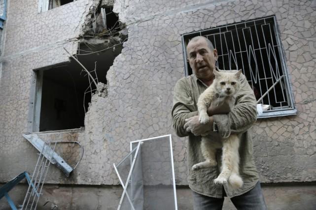 Cet habitant de Slovyansk, dans la région de... (Photo AP)