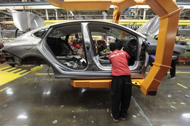 Une chaîne de montage de la nouvelle Chrysler... (PHOTO PAUL SANCYA, ARCHIVES ASSOCIATED PRESS)