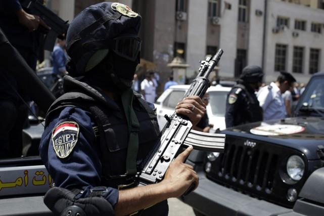 Cinq cadres de la coalition islamiste soutenant le président Mohamed Morsi ont... (Photo ASMAA WAGUIH, Reuters)
