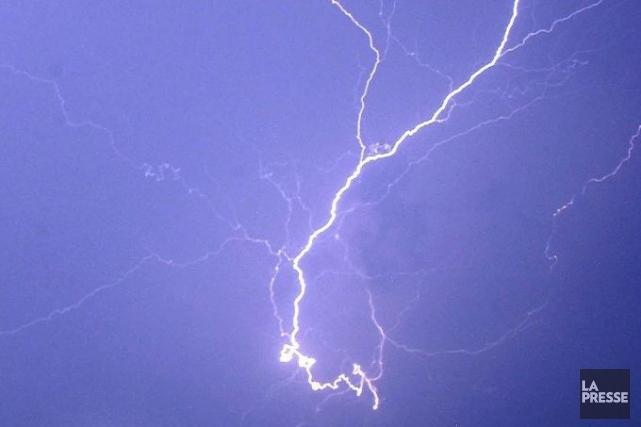 Des orages violents pourraient passer par le nord de l'Outaouais au cours des... (Archives AP)