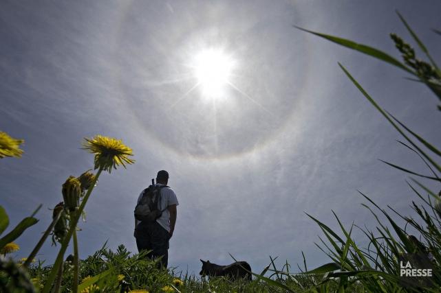 La météo prend beaucoup de place dans la vie des Québécois, surtout pendant les... (PHOTO PATRICK SANFAÇON, LA PRESSE)
