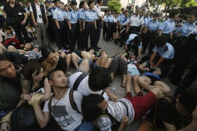 Les manifestants réclamaient le droit d'élire leur dirigeant,... (PHOTO BOBBY YIP, REUTERS)