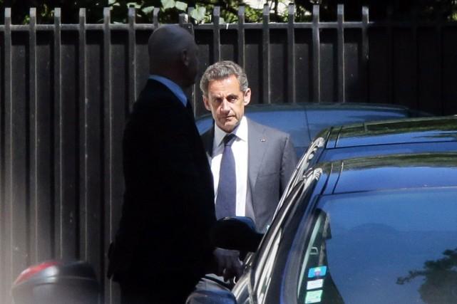 L'ex-président français Nicolas Sarkozy à la sortie de... (PHOTO JACQUES DEMARTHON, ARCHIVES AFP)