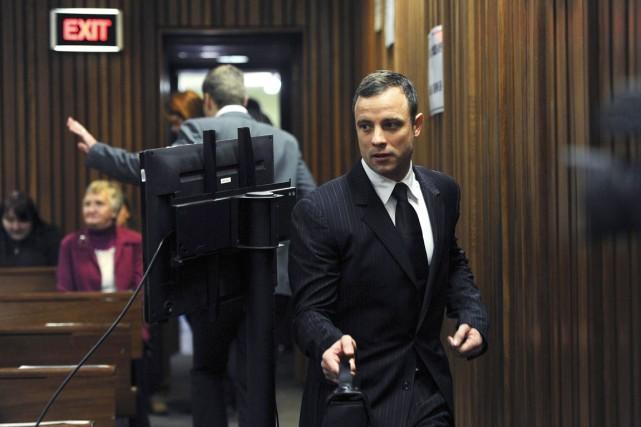 Oscar Pistorius à son arrivée au tribunal de... (PHOTO WERNER BEUKES, REUTERS)