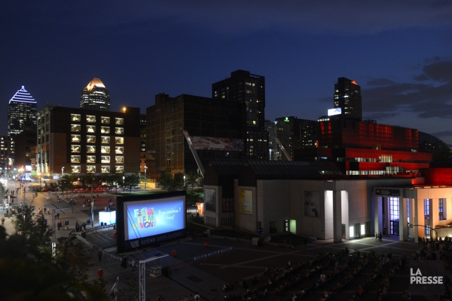 Projection en plein air à la Place des... (Photo Bernard Brault, La Presse)