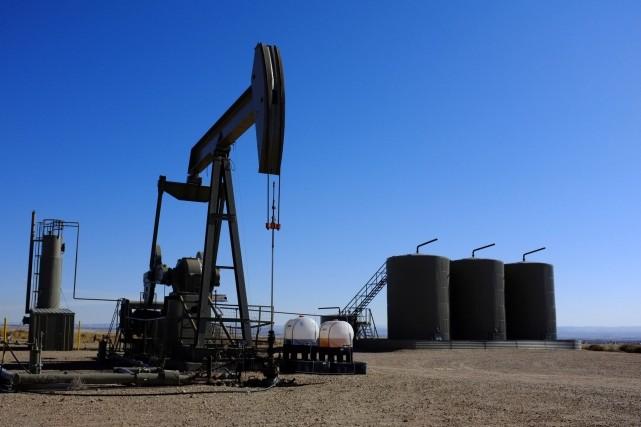 Les cours du pétrole coté à New York ont ouvert en recul mercredi, plombés par... (Photo archives AP)