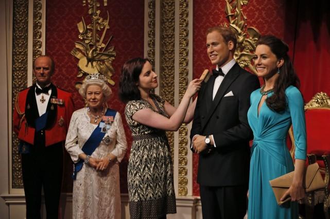 Les nouveaux mannequins du duc de Cambridge un... (PHOTO LEFTERIS PITARAKIS, AP)