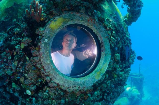 L'océanographe Fabien Cousteau dans son laboratoire sous-marin.... (Photo Reuters)