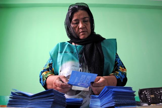 L'IEC doit y examiner des votes douteux dans... (PHOTO MUSTAFA NAJAFIZADA, ARCHIVES AP)