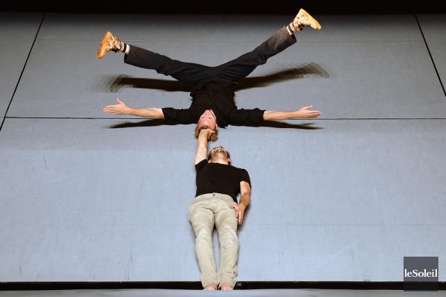 Les acrobates Alexandre Fournier et Matias Pilet présentent... (Photo Érick Labbé, Le Soleil)