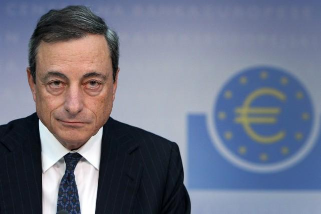 Mario Draghi, président de la Banque central européenne.... (PHOTO DANIEL ROLAND, AFP)