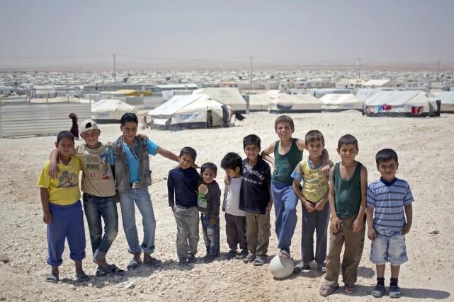 Selon le rapport, 53% des réfugiés syriens au... (PHOTO KHALIL HAMRA, ARCHIVES AP)
