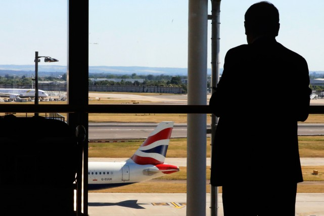 L'aéroport d'Heathrow... (PHOTO ARCHIVES REUTERS)