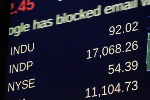 L'indice Dow Jones des valeurs industrielles a passé... (PHOTO RICHARD DREW, AP)